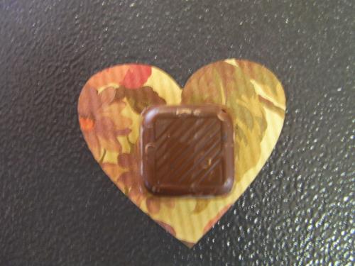 包装紙の上のチョコレート 加工例